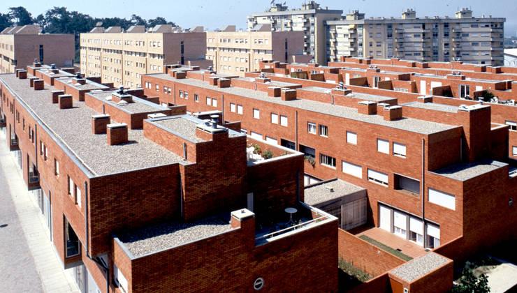Vista: Casas  por MANUEL CORREIA FERNANDES, ARQUITECTO E ASSOCIADOS