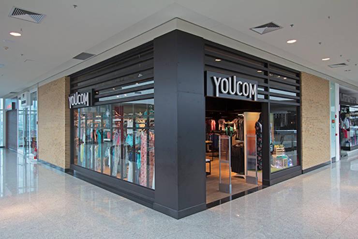 LOJA YOUCOM: Lojas e imóveis comerciais  por AMAC CONSTRUTORA,Moderno