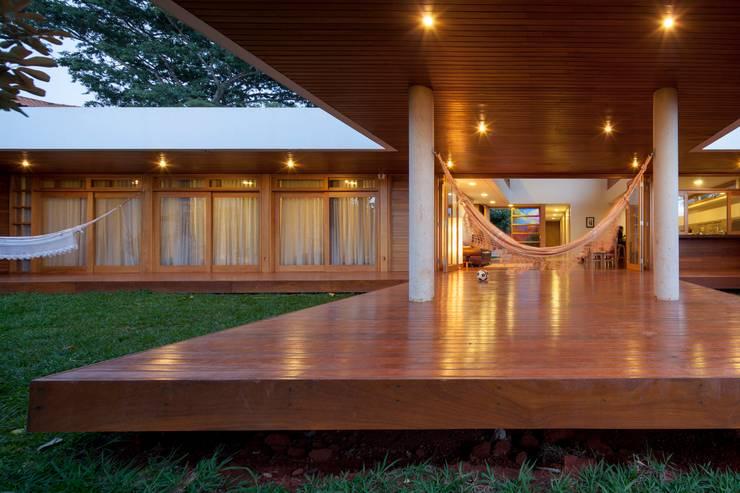 Casa da Copaíba - Projeto: Fabiano Sobreira - MGS - Macedo, Gomes & Sobreira: Terraços  por MGS - Macedo, Gomes & Sobreira