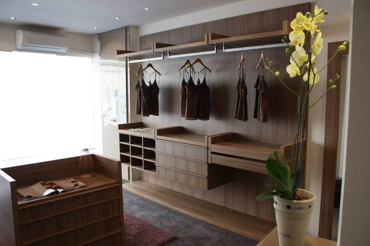 classic Dressing room by VERA INTERIORISMO