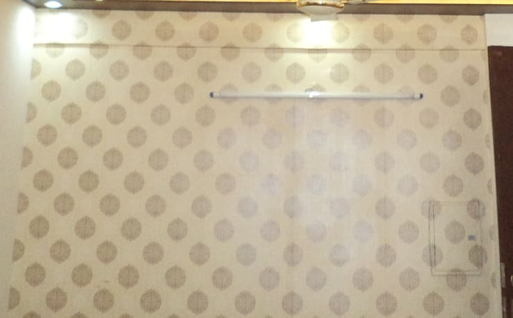 wallpaper: modern Living room by Mohali Interiors