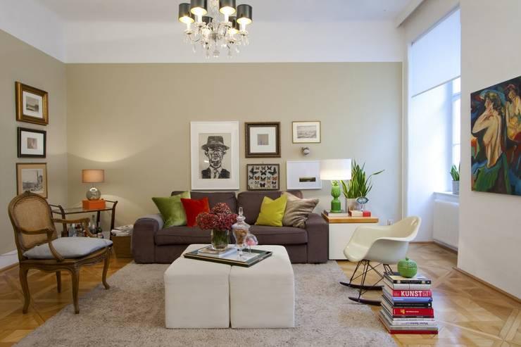 Apartment Wien Naschmarkt:  Wohnzimmer von Christian Hantschel Interior Design