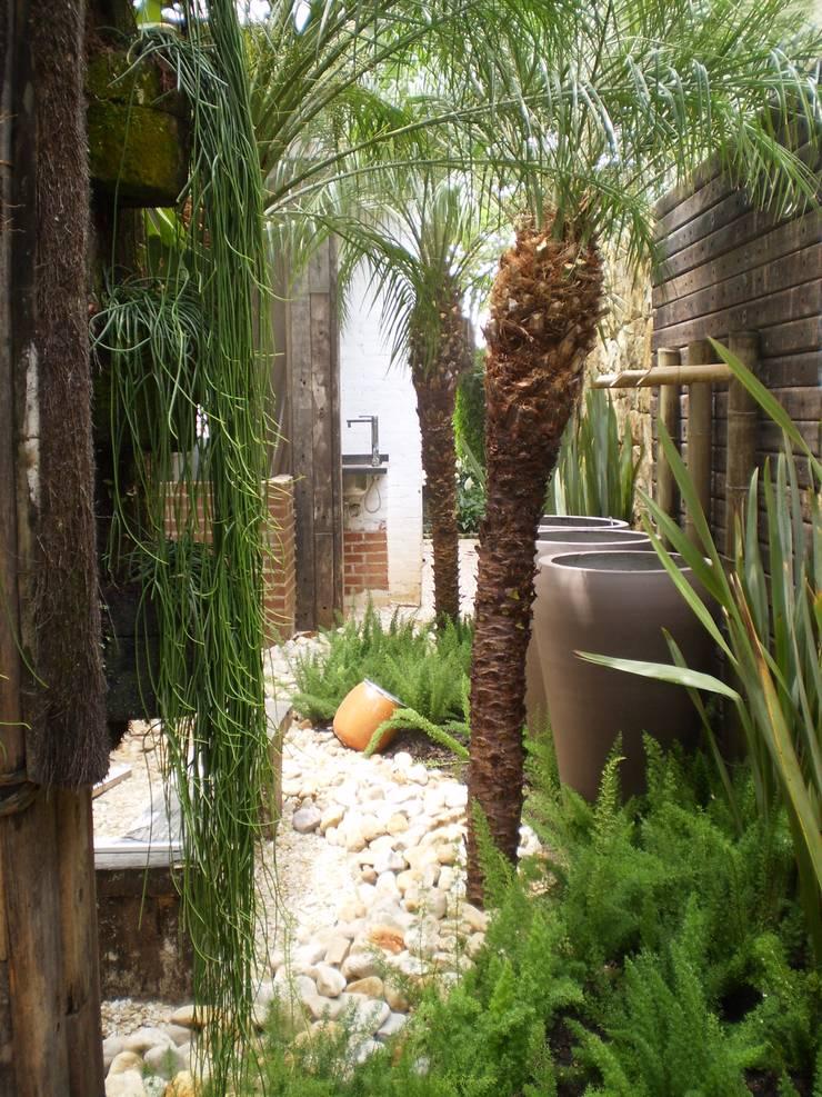 Residência em Juqueí – São Sebastião – SP: Jardins  por ANALU ANDRADE - ARQUITETURA E DESIGN