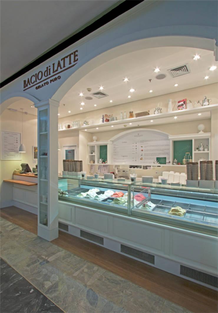GELATERIA BACIO DI LATTE - SHOPPING IBIRAPUERA: Espaços gastronômicos  por AMAC CONSTRUTORA