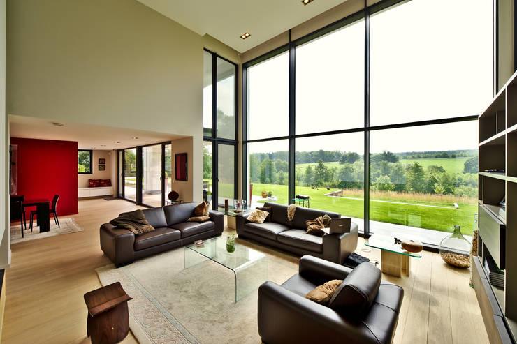 maison paysage: Salon de style  par Jean Bodart Architecte