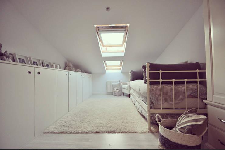 Habitación infantil: Dormitorios infantiles de estilo escandinavo de MIDO DECORACIÓN