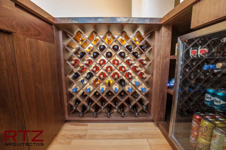 Diseño de mueble de bar: Comedor de estilo  por RTZ-Arquitectos