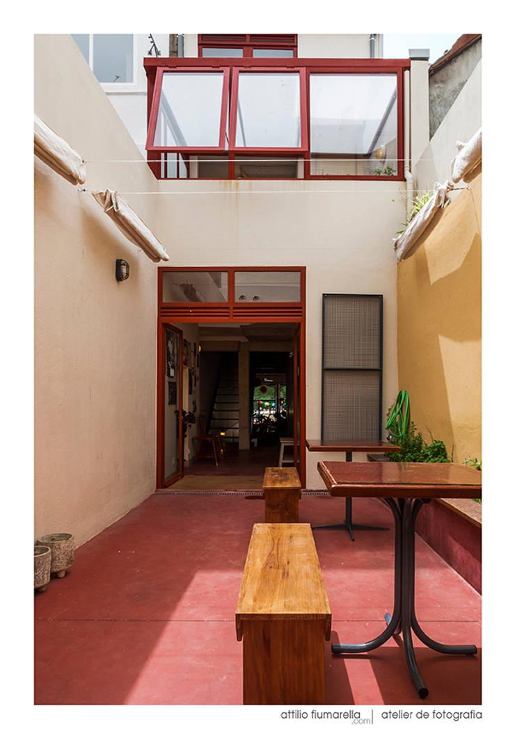 Duas de Letra: Espaços de restauração  por BAAU - Bernardo Amaral Arquitectura+Urbanismo