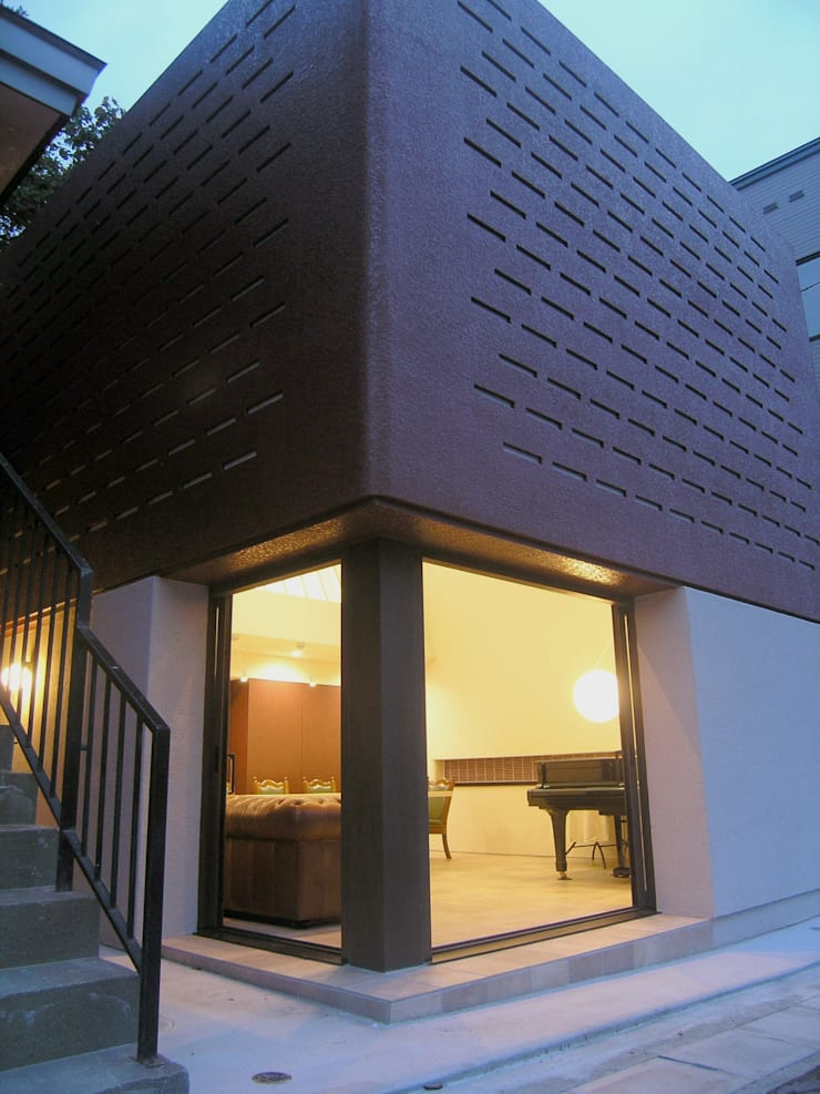 ゲストハウス: アウラ建築設計事務所が手掛けた窓です。
