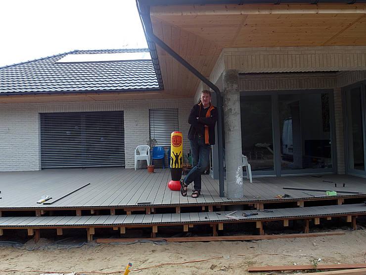 Taras kompozytowy z <q>Pro Deck</q> na podkonstrukcji drewnianej z bangkirai. Realizacja w Słubicach.: styl , w kategorii  zaprojektowany przez PHU Bortnowski