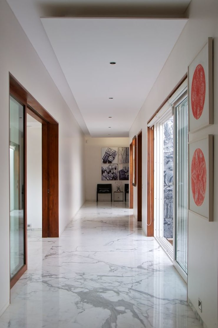 NP Villa:  Corridor & hallway by Atelier Design N Domain