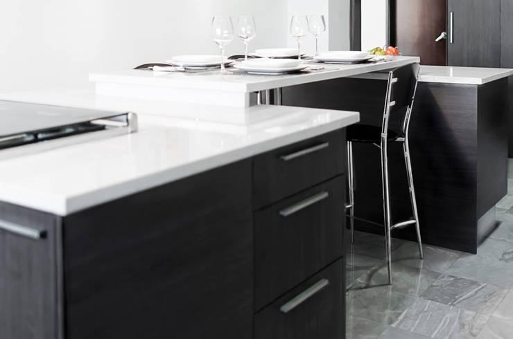 Remodelación de cocina: Cocinas de estilo  por Belhogar Diseños, C.A.
