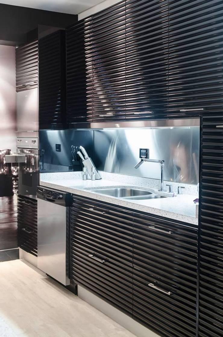 Remodelación de apartamento: Cocinas de estilo  por Belhogar Diseños, C.A.