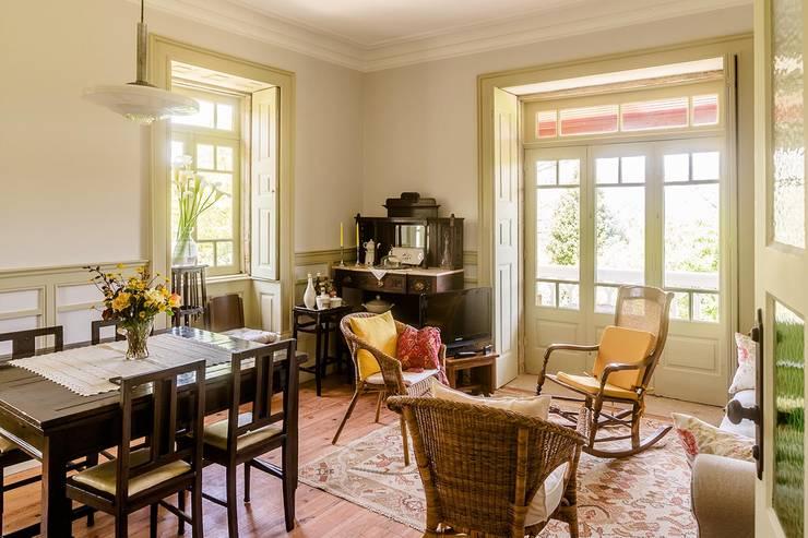 modern Living room by Clínica de Arquitectura
