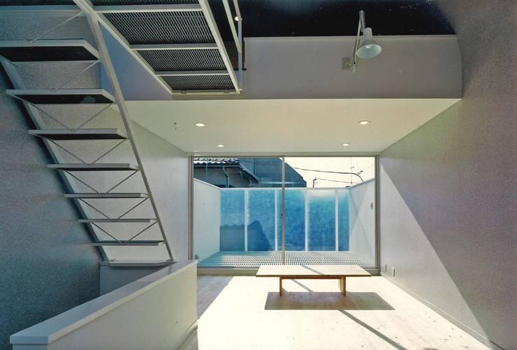 居間: 河浩介建築設計室.が手掛けたテラス・ベランダです。