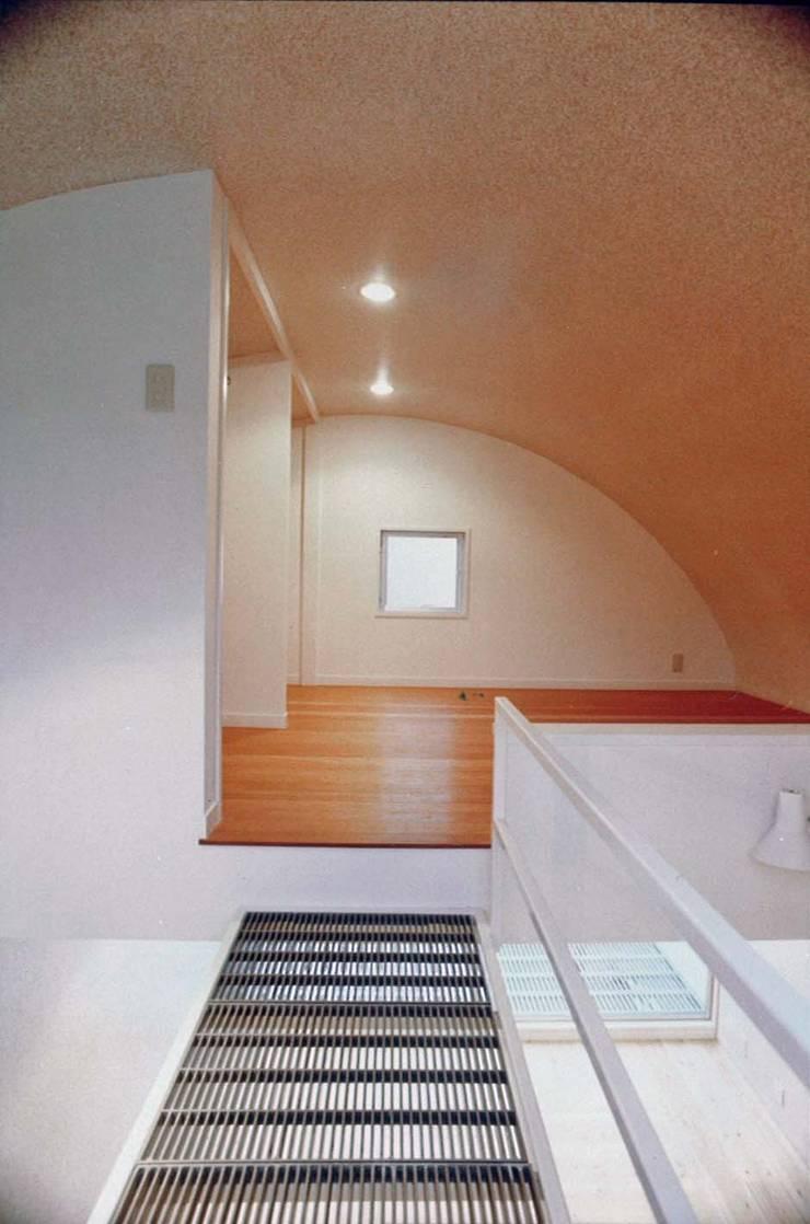 ロフト: 河浩介建築設計室.が手掛けたガレージです。