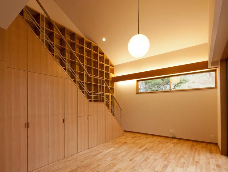 香里園町の家: 一級建築士事務所 Eee works が手掛けたリビングです。