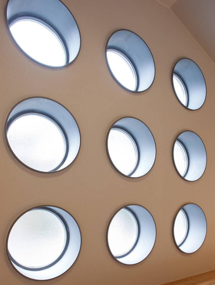 香里園町の家: 一級建築士事務所 Eee works が手掛けた窓です。