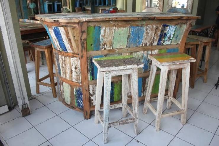 アンティーク家具: bali tropicalが手掛けたダイニングルームです。