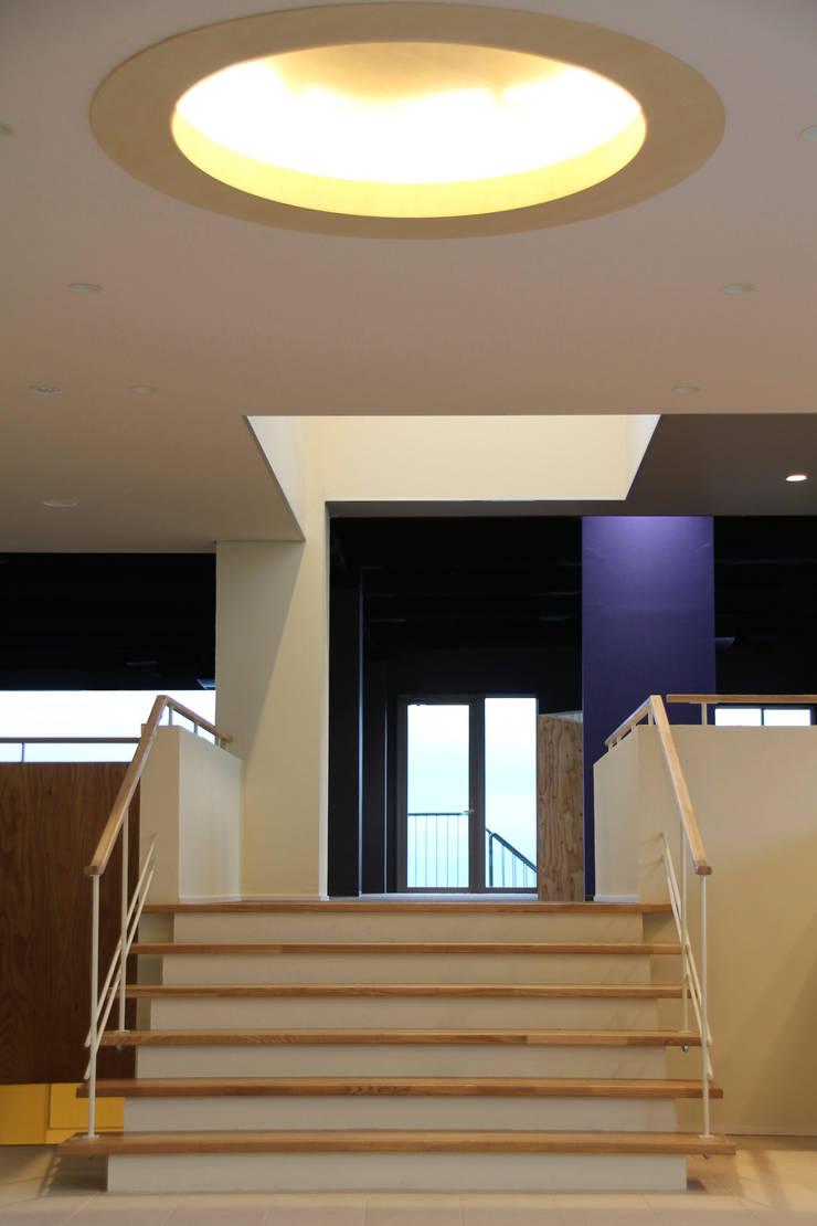 エントランス:改修後: 一級建築士事務所 Eee works が手掛けたです。