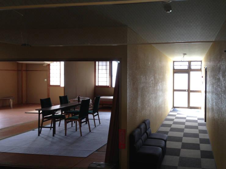 ホール:既存: 一級建築士事務所 Eee works が手掛けたです。