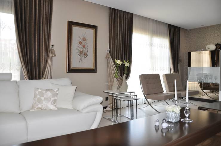 Levent Home Collection – Bornova, SalonPerde Tasarımı ve Uygulaması:  tarz Ev İçi
