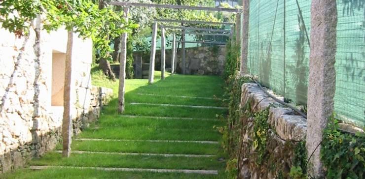 Jardim Vila Nova de cerveira: Jardins  por Neoturf