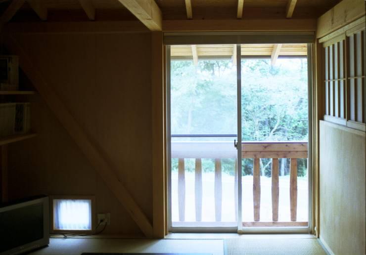自邸: 箕口建築制作設計所が手掛けたリビングです。