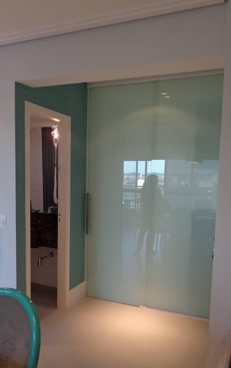 Residência Vale do Paraíba – SP Corredores, halls e escadas modernos por ANALU ANDRADE - ARQUITETURA E DESIGN Moderno