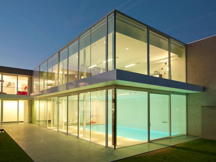 Casas modernas por Luc Spits Architecture