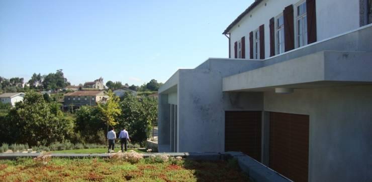 Aspeto final da cobertura ajardinada: Jardins  por Neoturf
