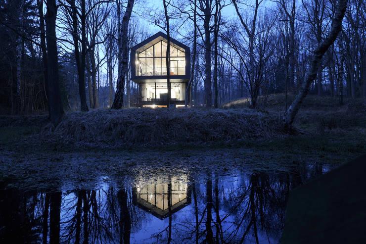 Sous-Bois: Maisons de style de style Moderne par Luc Spits Architecture