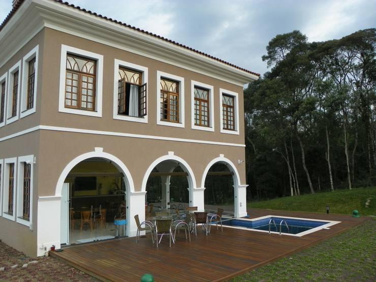 Fachada  deck: Casas  por BUZZI & SILVA ARQUITETOS ASSOCIADOS,