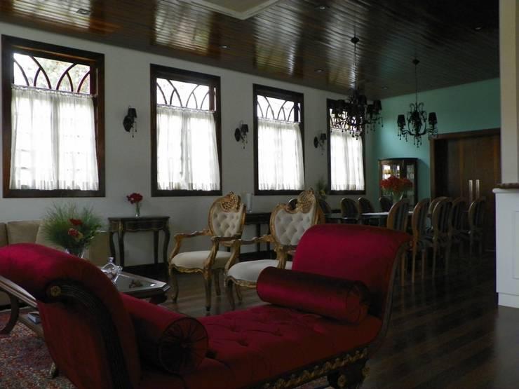 Sala de estar 1: Salas de estar  por BUZZI & SILVA ARQUITETOS ASSOCIADOS,