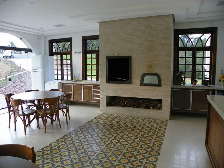 Residência Umbará: Salas de jantar  por BUZZI & SILVA ARQUITETOS ASSOCIADOS,