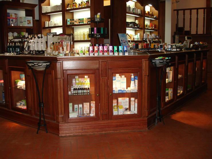 Аптека «БОСКО»: Коммерческие помещения в . Автор – Архитектурно-дизайнерская компания Сергея Саргина
