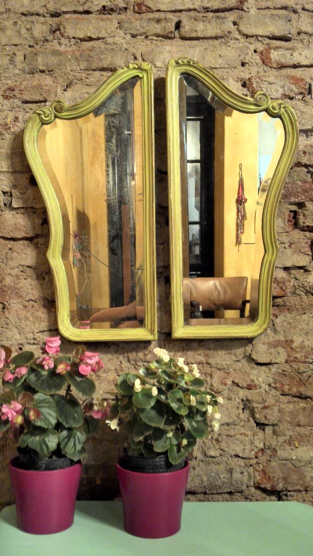 ANTIGUOS ESPEJOS LATERALES: Livings de estilo rústico por Muebles eran los de antes - Buenos Aires