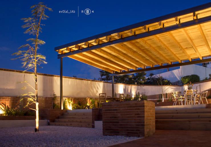 Iluminación jardín: Jardines de estilo  por Región 4 Arquitectura