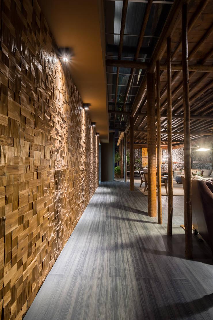 Casa Cor 2015 – Living: Corredores e halls de entrada  por Melina Mundim | Design de Interiores