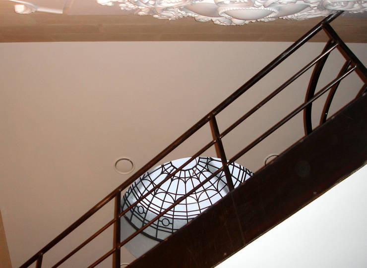 Пентхаус в Трубниковском переулке. : Прихожая, коридор и лестницы в . Автор – Архитектурно-дизайнерская компания Сергея Саргина,