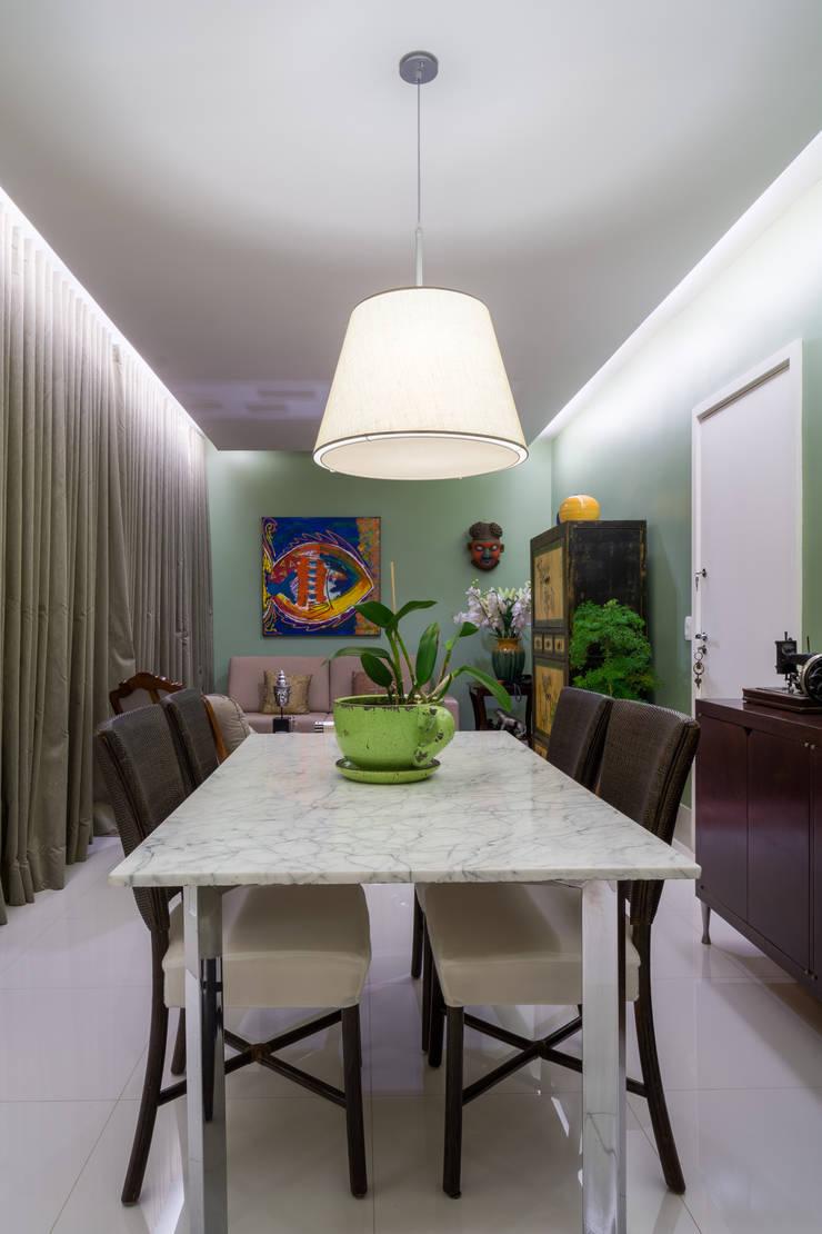 Apartamento Santo Agostinho: Salas de jantar  por Melina Mundim | Design de Interiores,