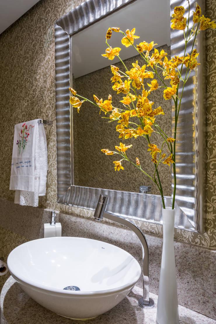 Apartamento Santo Agostinho: Banheiros  por Melina Mundim | Design de Interiores,