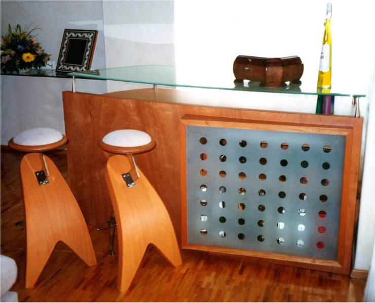 BARRA Y BANCOS: Salas de estilo  por H + M Arquitectos