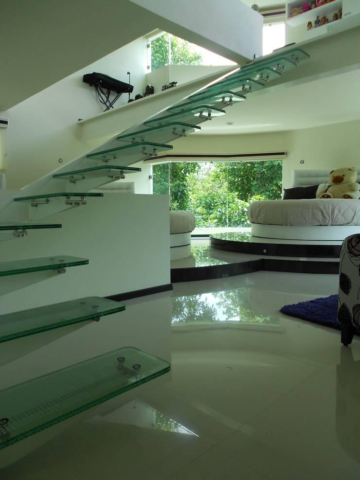 Corridor & hallway by INGENIERIA Y DISEÑO EN CRISTAL, S.A. DE C.V., Modern Glass