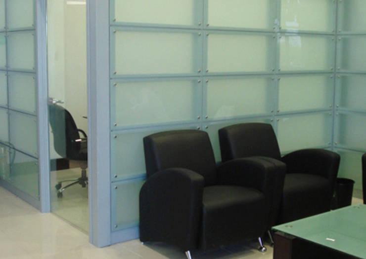 W3070 / Fachadas Interiores: Paredes de estilo  por Riviera