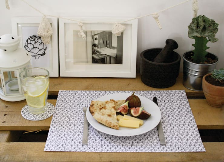 Blanco y negro para la mesa by Let me Grow de Severina Kids: Comedores de estilo escandinavo por Almacén Feliz