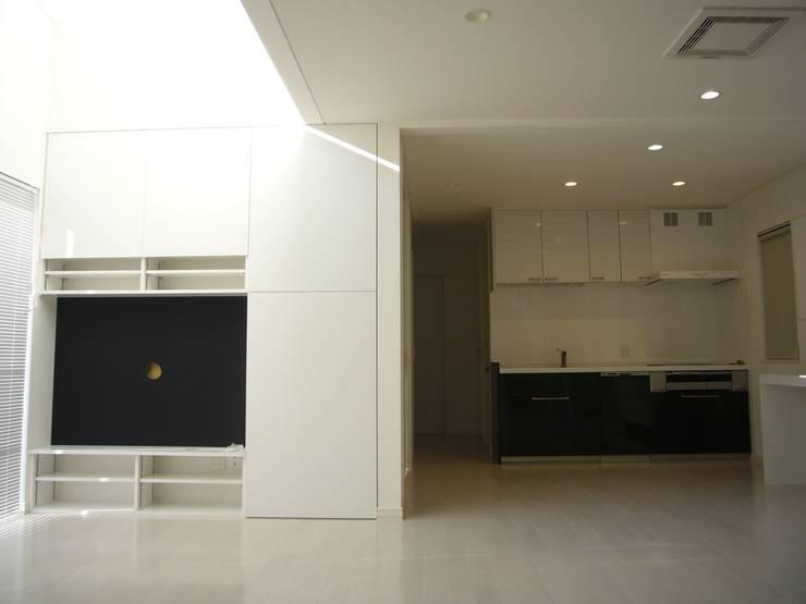 光と空間の家: 株式会社北海道ハウスが手掛けたキッチンです。
