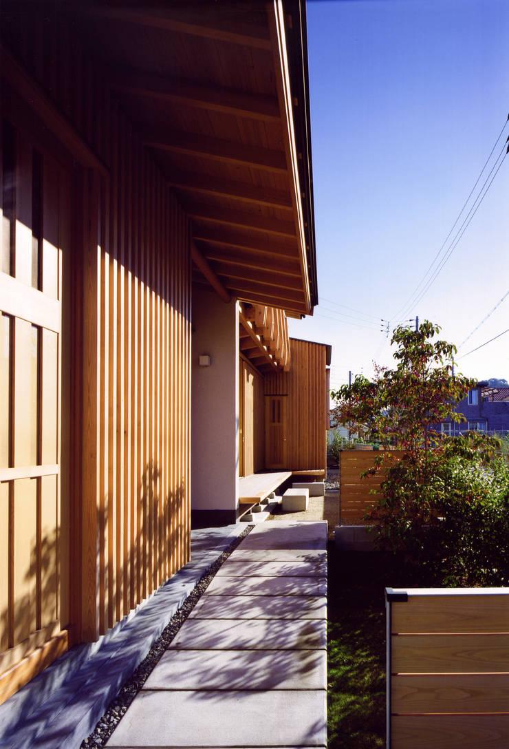 Maisons asiatiques par 辻健二郎建築設計事務所 Asiatique
