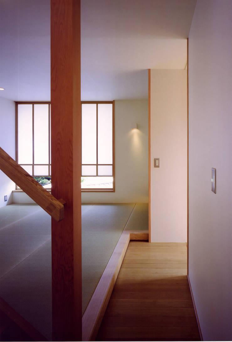 Salon asiatique par 辻健二郎建築設計事務所 Asiatique
