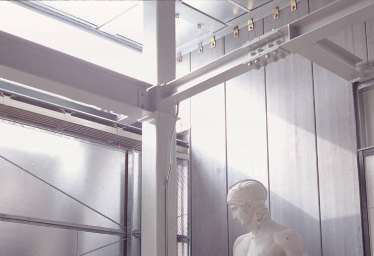 アトリエ棟の内観 モダンデザインの 多目的室 の 株式会社フォルムス/FORMS モダン 鉄/鋼